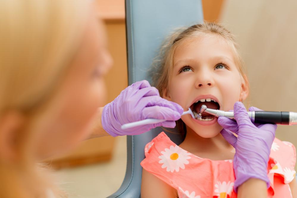 little-girl-at-the-dentist