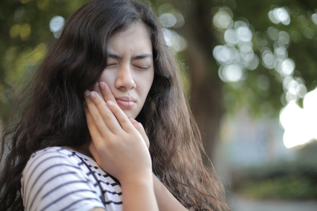 Woman suffering from gingivitis.