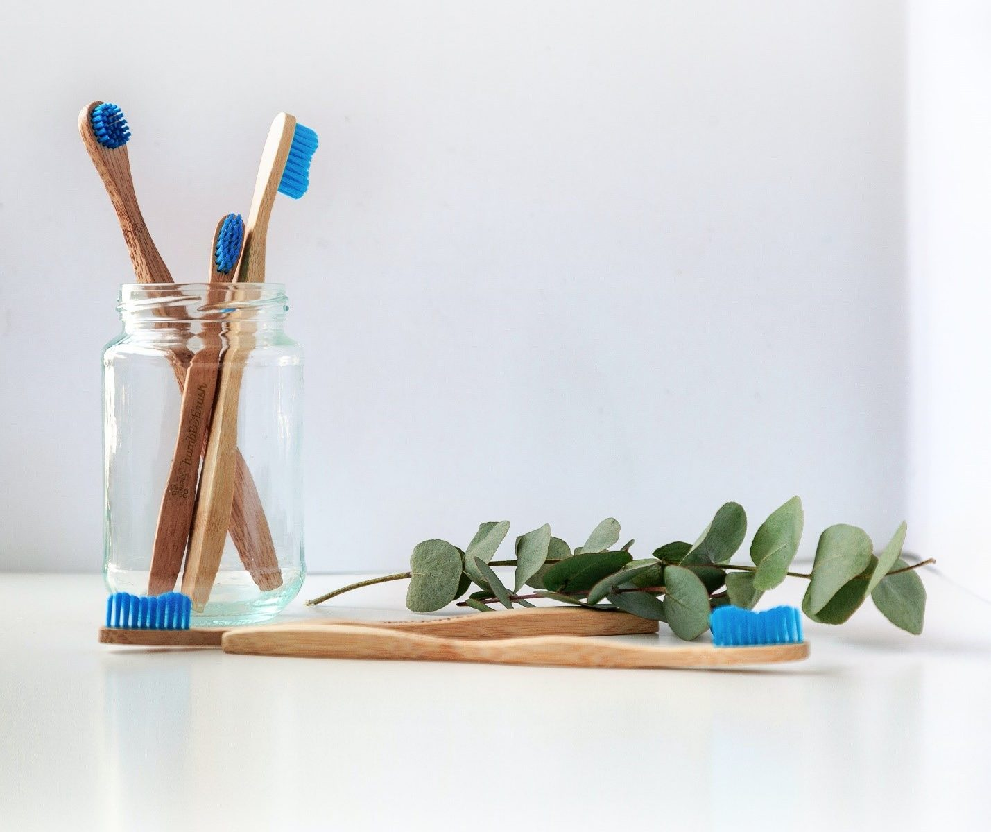 Several toothbrushes placed in a jar and table